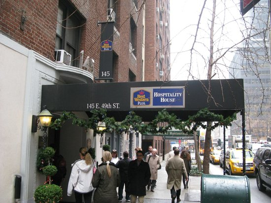 BEST WESTERN PLUS Hospitality House: Hotel entrance from street
