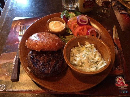 Foster's Hollywood: Hamburger with coleslaw