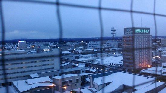 Smile Hotel Towada: 市の中心部に位置する快適なビジネスホテル。十和田の夜は更けてゆく。
