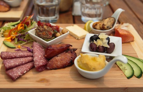 Cable bay Cafe: Cable bay platter (served with bread)