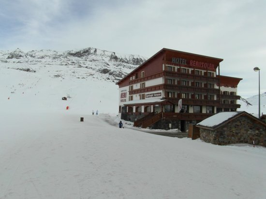 Hotel Beausoleil : View of hotel  with pistes ahead