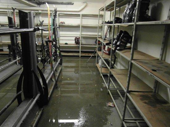Hotel Beausoleil : Boot room of boot shelves, Ski racks and waterlogged floor