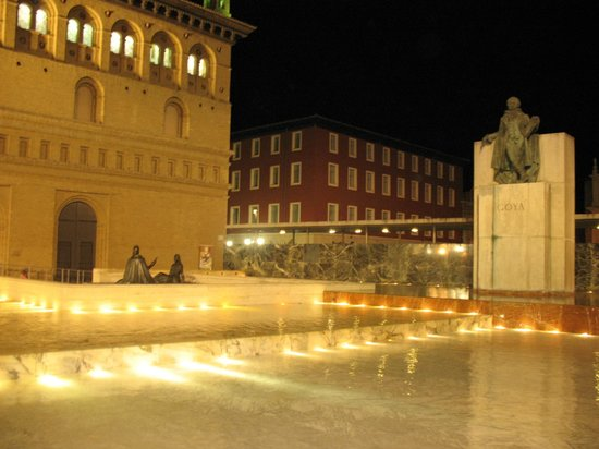 Hotel Ibis Styles Ramiro I: Ночная Сарагоса