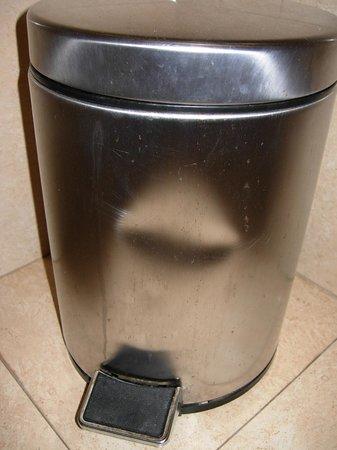 Iberostar Las Dalias: the bathroom dustbin