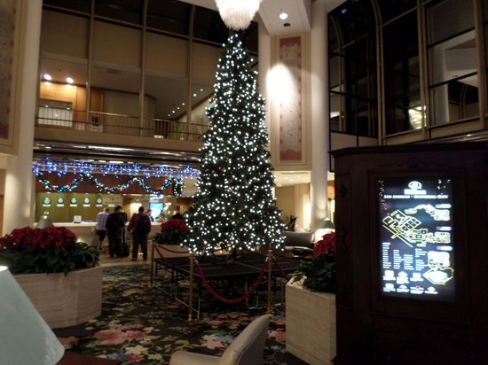 Hilton Los Angeles/Universal City : Pretty for Christmas