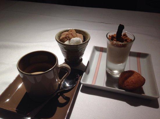 Le relais princesse Marie Leczinska : Espresso with chocolate mousse and a Madeleine