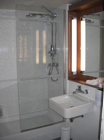 Campanile Chalon-Sur-Saone: salle de bain