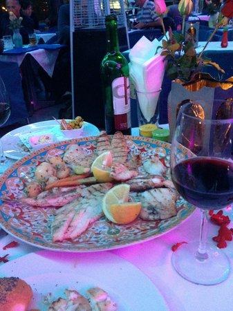 Le Nil Bleu: рыбное ассорти 1100руб.вино от 400руб.и выше