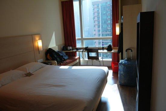 Ibis Hong Kong Central & Sheung Wan Hotel: Комната