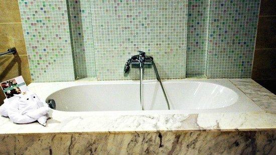 The Cliff Resort & Residences: Bathroom