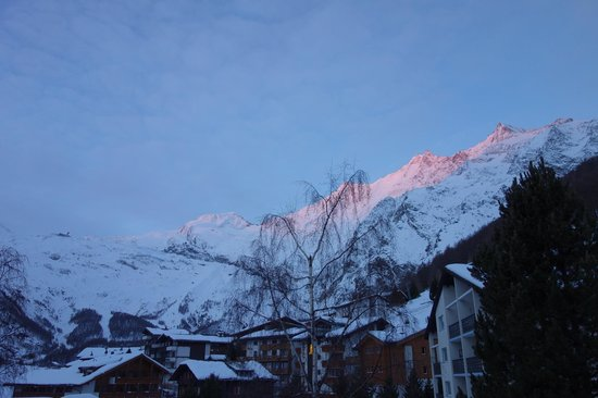 Hotel Allalin: 朝焼けの山々