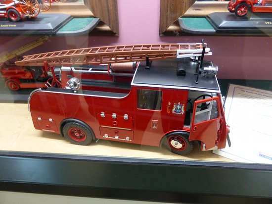 Northland Firehouse Museum : A large scale model of a fire appliance