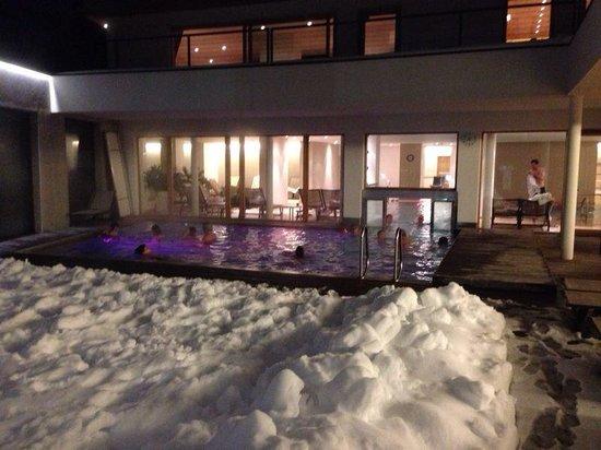 Hotel Valserhof: Piscina esterna ...