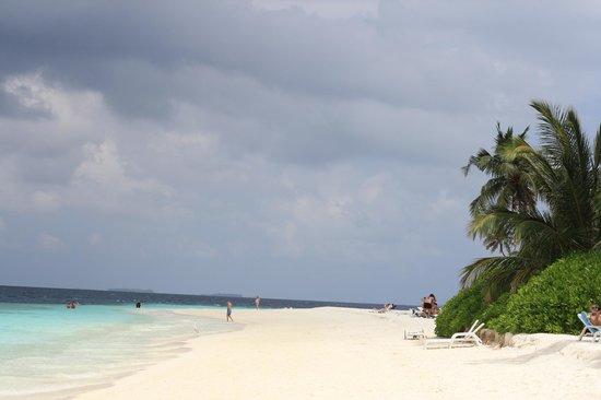 Fihalhohi Island Resort: Main beach
