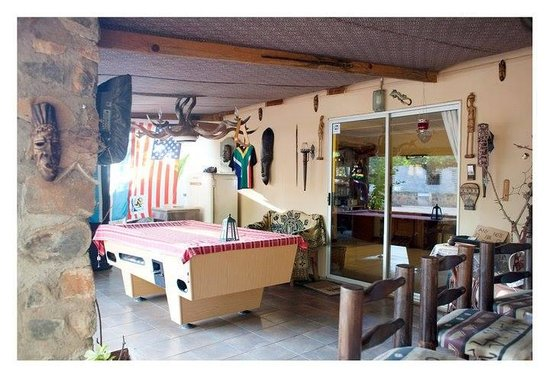 Mokolodi Backpackers: The bar area with DStv, pool table and darts board.
