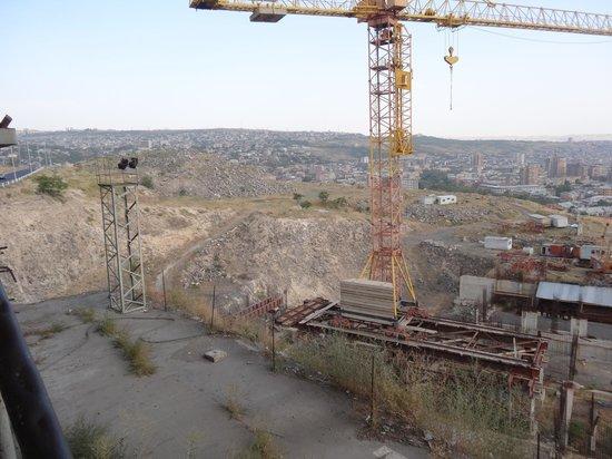 Yerevan Cascade: строительство верхних элементов