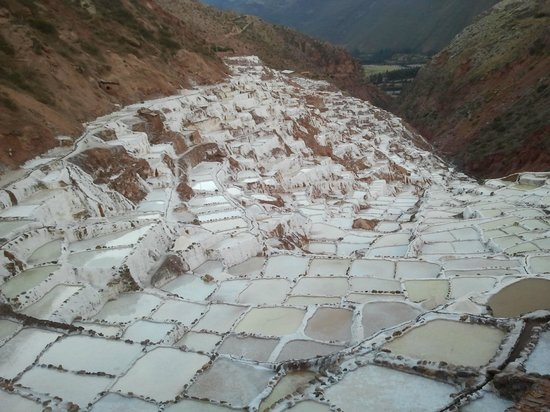 Salinas de Maras: Astonishing! Picture cannot capture how big and impressive the site is.