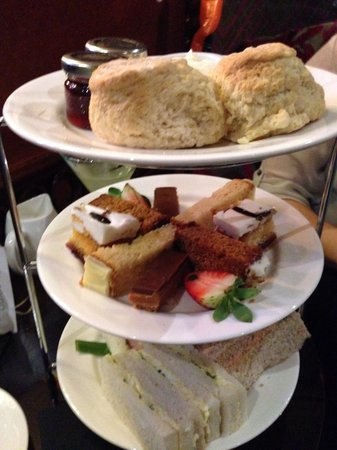 Carmelite: Afternoon Tea, yummy!