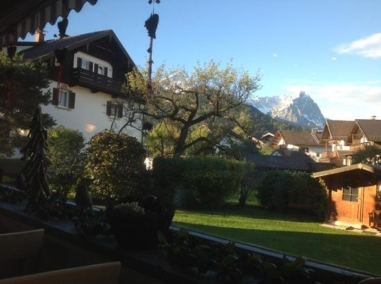 Hotel Trifthof: bright morning over the breakfast room