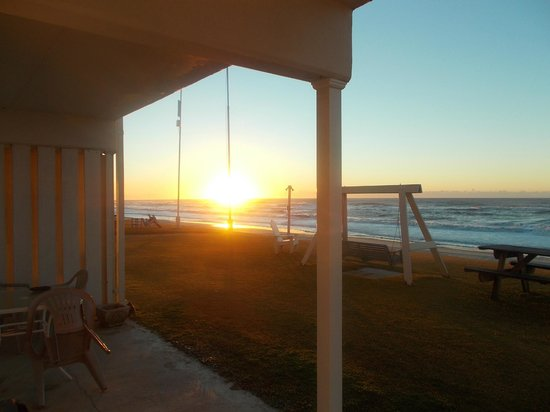Whaler Inn Beach Club : Morning Sunrise