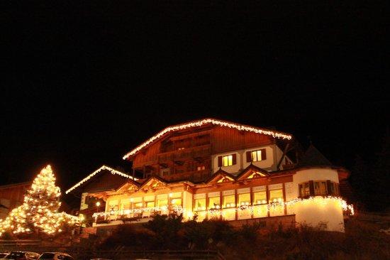 Hotel Ladinia : L'hotel di sera