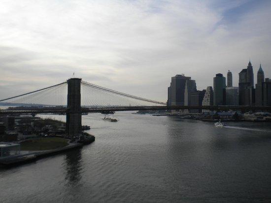 Manhattan Bridge: Ausblick von der Manhattan-Bridge....auf die Brooklyn-Bridge