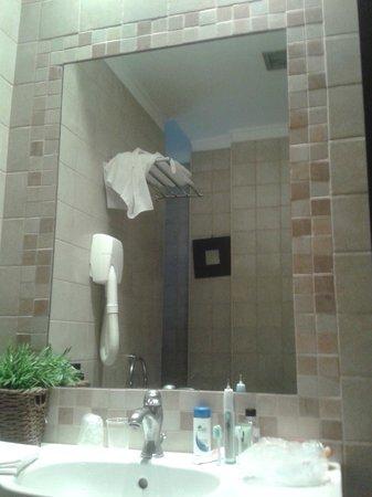 Hotel Latinum: Bathroom