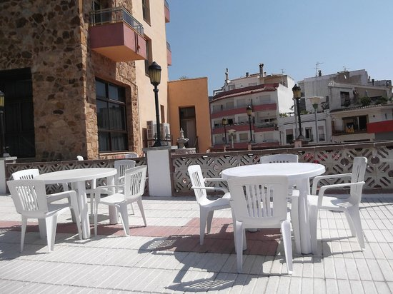 Hotel Continental: Летнее кафе отеля