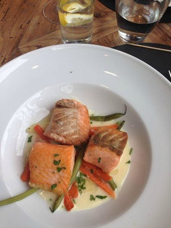 Restaurant Brown33 : Salmon with vegetables