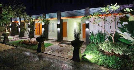 Griya Asri Hotel: Griya asri tampak baru ...