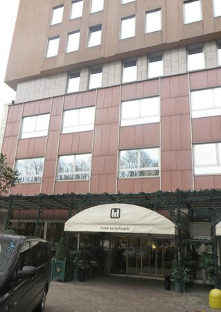 Michelangelo Hotel: Hotel exterior.
