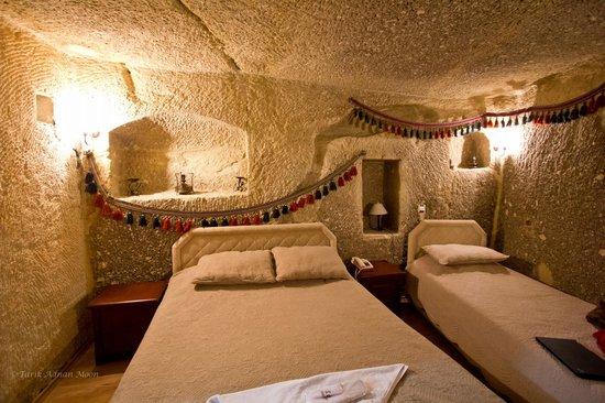 SOS Cave Hotel: Cave Room