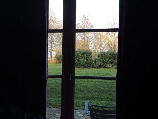 Chateau de Villiers le Mahieu: vue de la chambre