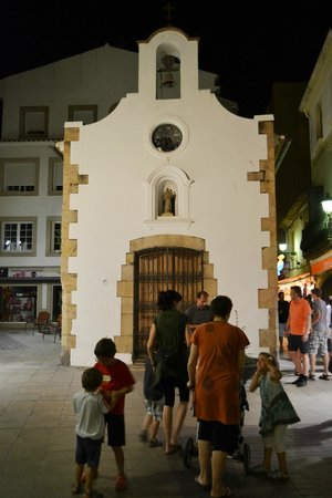 Hotel Continental: Церковь в центре Тоссы