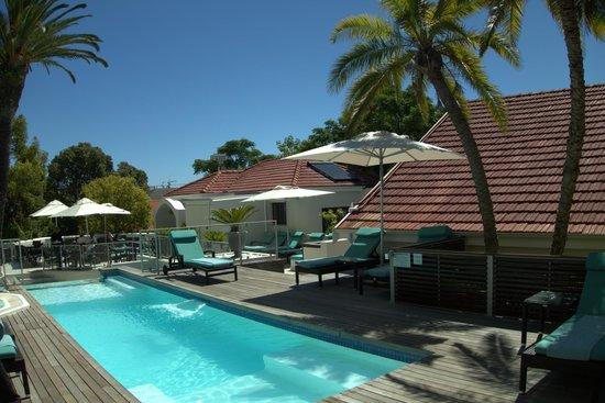 Glen Boutique Hotel & Spa: Pool mit Terasse