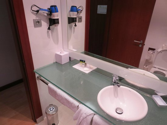Four Points by Sheraton Barcelona Diagonal: Bathroom - pic 9