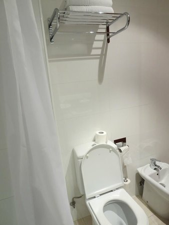 Four Points by Sheraton Barcelona Diagonal: Bathroom - pic 10