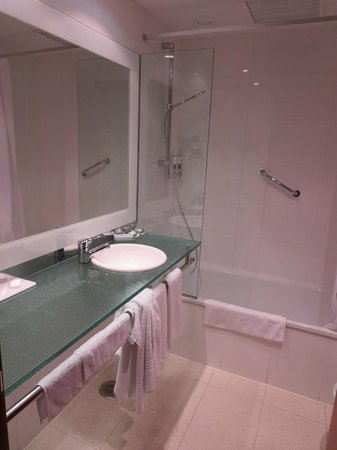 Four Points by Sheraton Barcelona Diagonal: Bathroom - pic 3