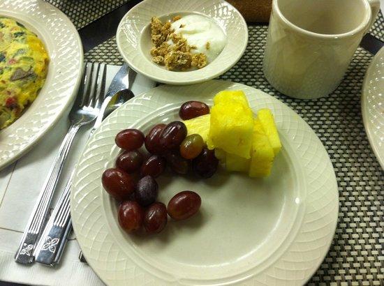 Hilton Garden Inn New York/West 35th Street: Christmas Breakfast buffet !! Yum