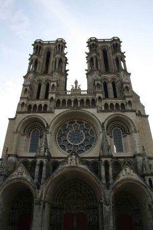 Cathédrale Notre-Dame de Laon : Vooraanzicht Kathedraal