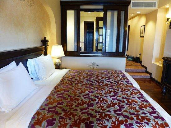 Casa del Rio Melaka : Bedroom and bathroom