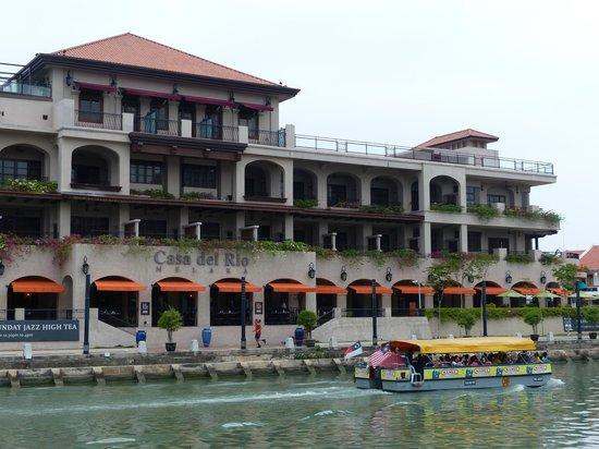 Casa del Rio Melaka : View of hotel from river
