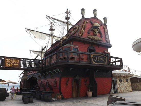 Solaris Hotel Ivan: Местный бар, пиратский корабль