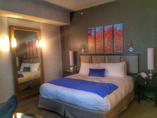 Gansevoort Park Avenue NYC : кровать
