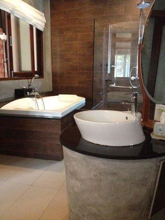 Aonang Phu Petra Resort, Krabi : bagno