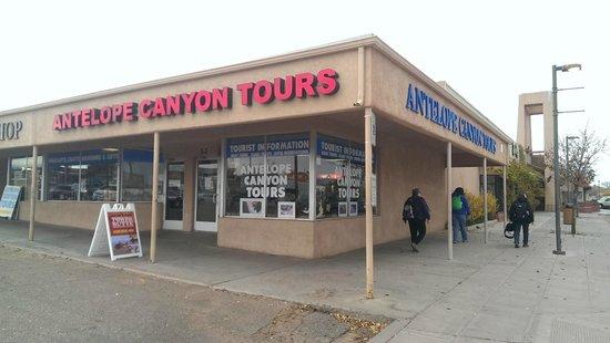 Antelope Canyon Tours by Roger Ekis : Vista de las oficinas