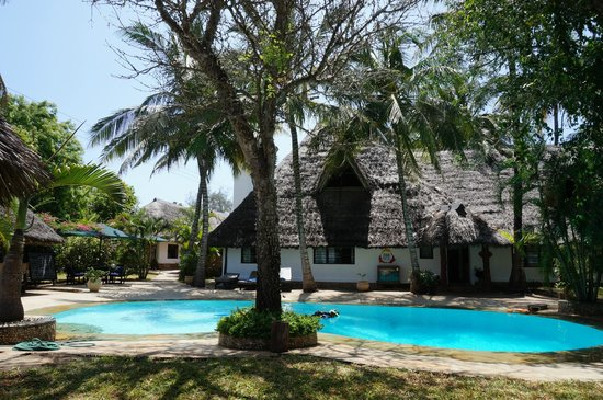 Diani Marine Divers Village: Swimming Pool