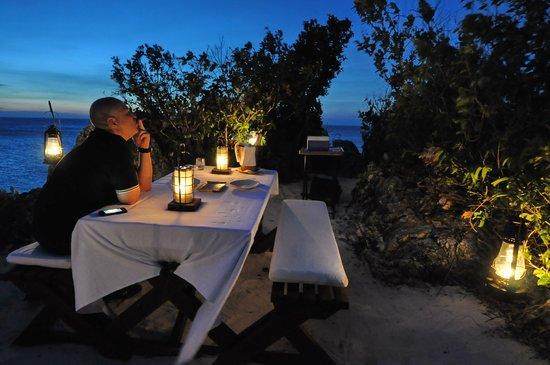 Amanpulo: Special arrangement: Champagne privatly served at remote spot to enjoy the sunset