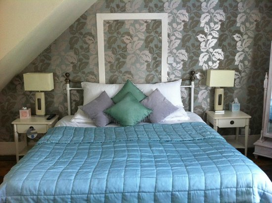 "Ye Olde George Inn: ""Alresford"" Superior bedroom"