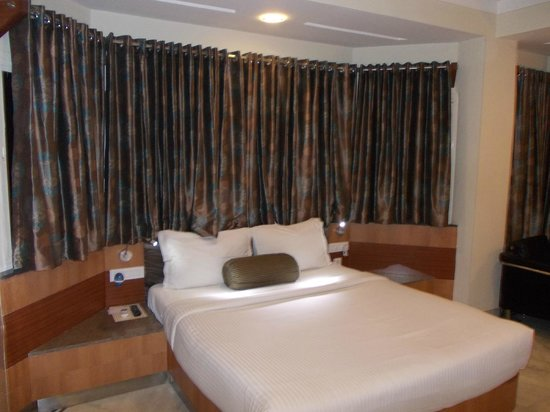 Dayal Hotel: Comfortable Bed